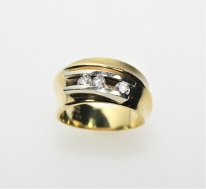 Goldener Designerring